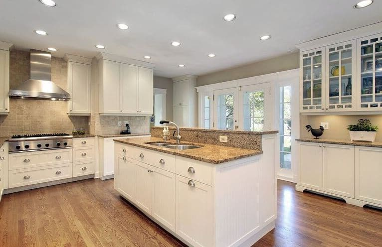 white kitchen cabinet picture