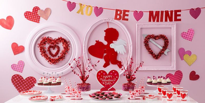 Valentine's Day Decorations Table